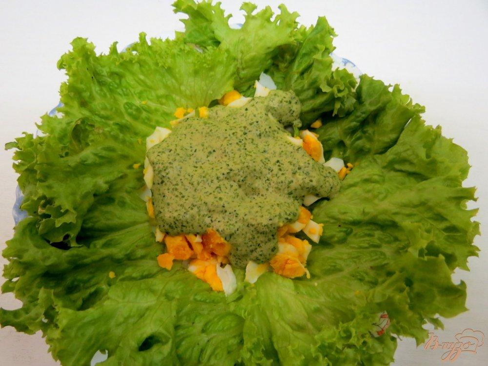 Фото приготовление рецепта: Закуска из яиц, салями и зелёного соуса шаг №8