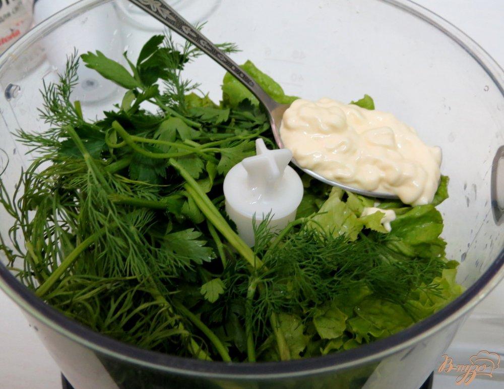 Фото приготовление рецепта: Закуска из яиц, салями и зелёного соуса шаг №4