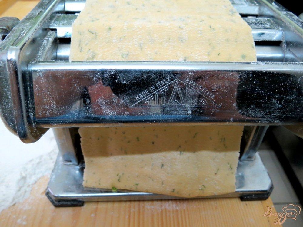 Фото приготовление рецепта: Суп с домашней лапшой шаг №4