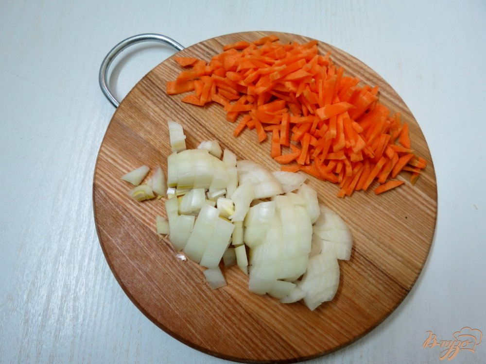 Фото приготовление рецепта: Суп с домашней лапшой шаг №8