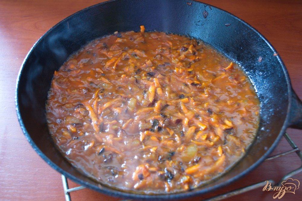 Фото приготовление рецепта: Вкусный грибной суп с томатом шаг №4