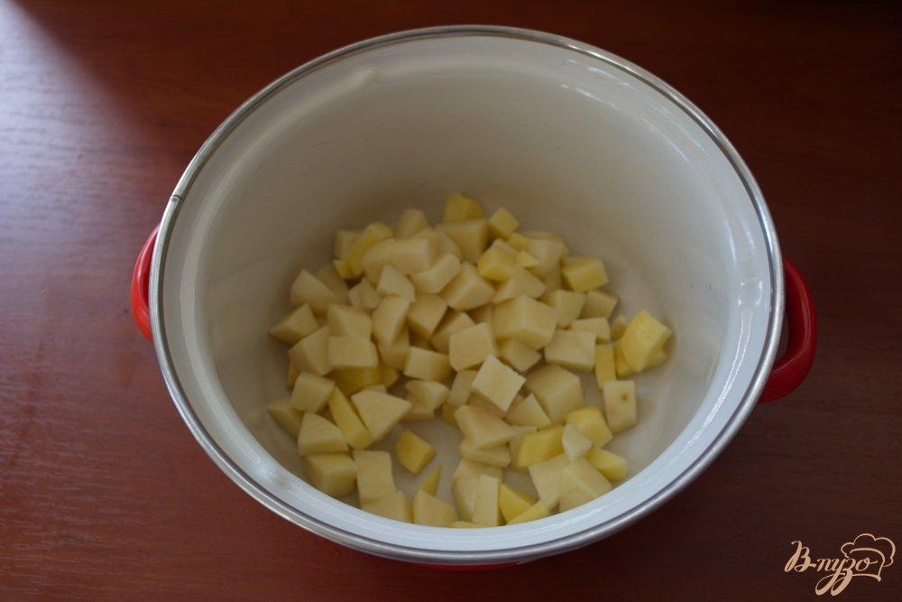 Фото приготовление рецепта: Вкусный грибной суп с томатом шаг №1