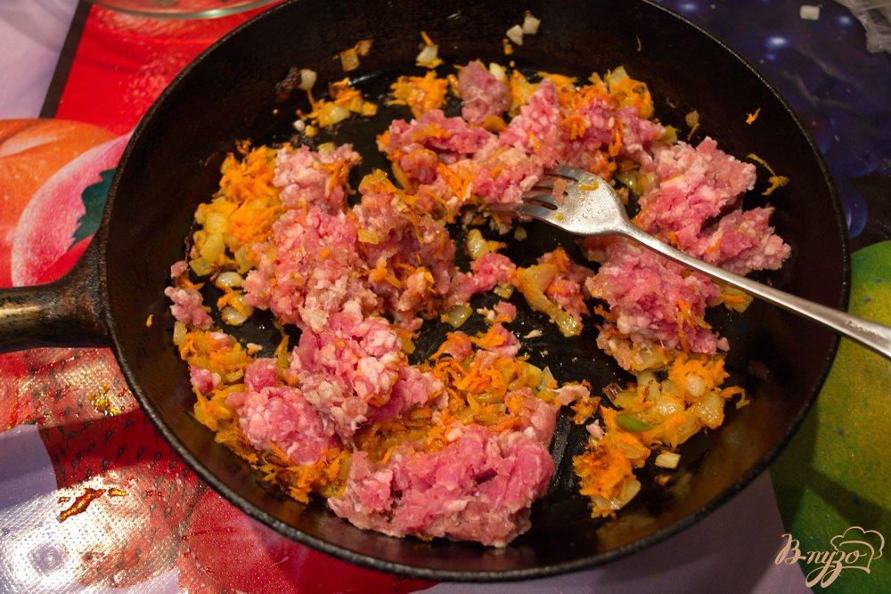 Фото приготовление рецепта: Детская запеканка с рисом и фаршем шаг №4