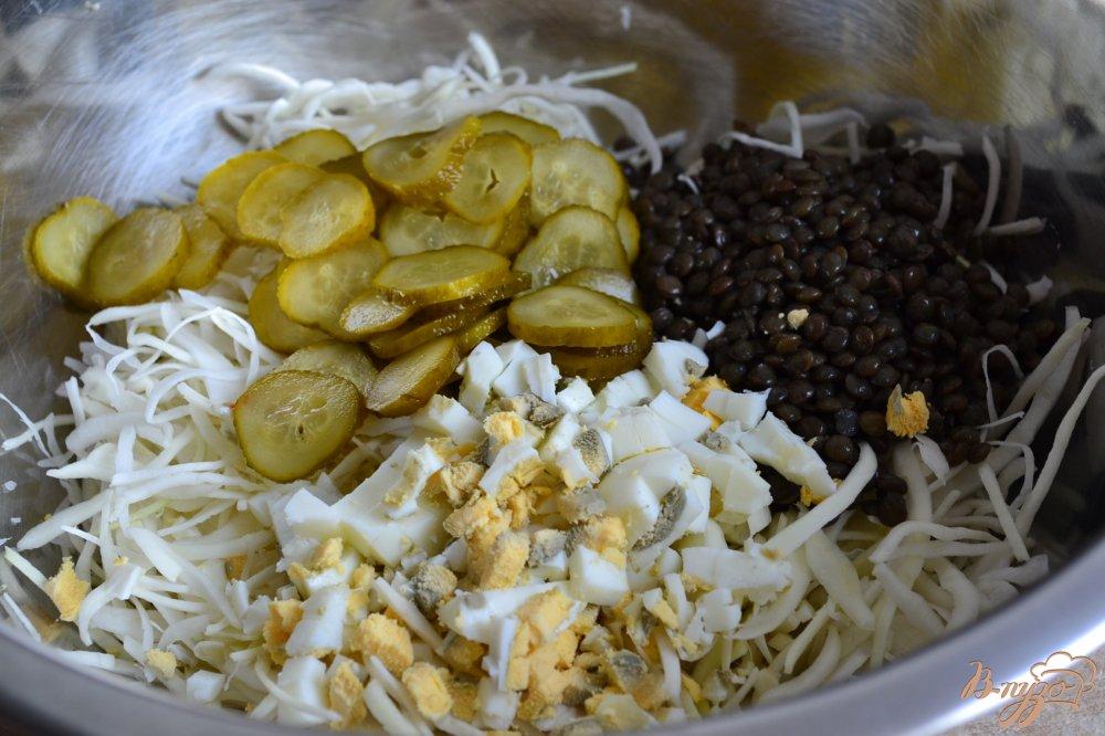 Фото приготовление рецепта: Капустный салат с яйцом и чечевицей шаг №2