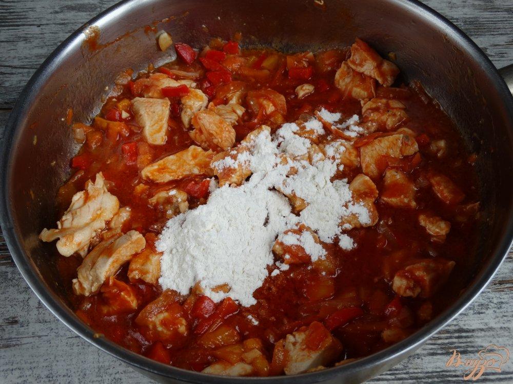 Фото приготовление рецепта: Сочный куриный гуляш шаг №5