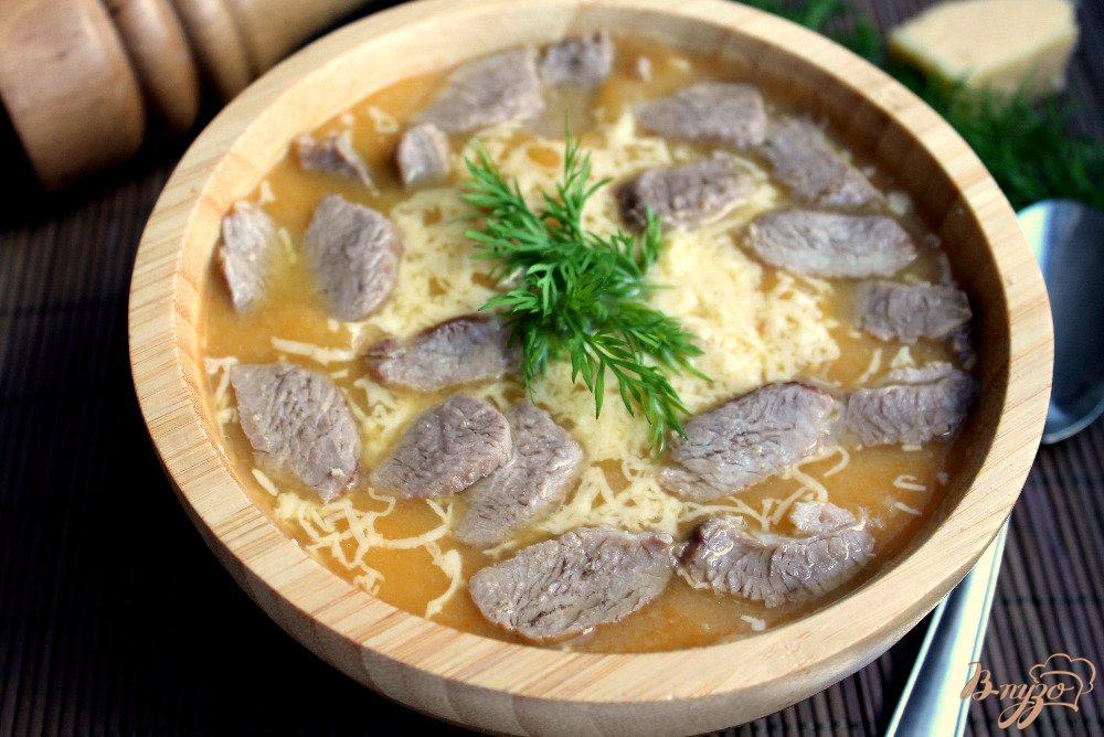 Фото приготовление рецепта: Крем-суп с бужениной и сыром шаг №7