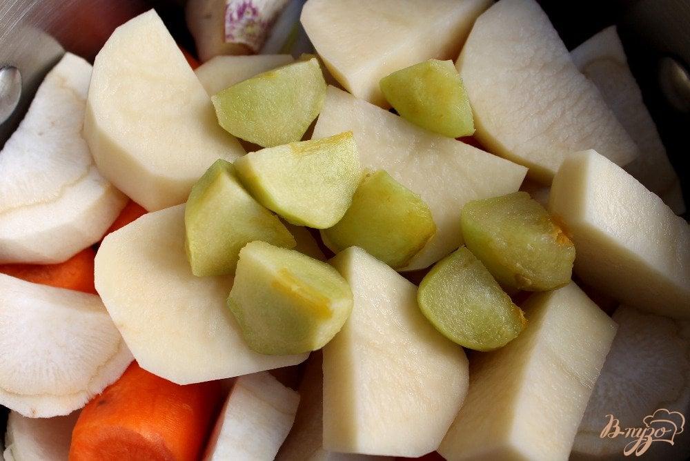 Фото приготовление рецепта: Крем-суп с бужениной и сыром шаг №3