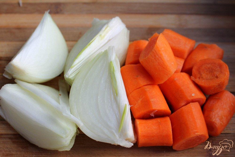 Фото приготовление рецепта: Крем-суп с бужениной и сыром шаг №1