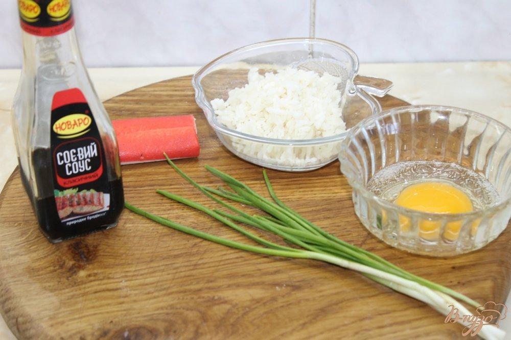 Фото приготовление рецепта: Суп с крабовыми палочками и рисом шаг №1