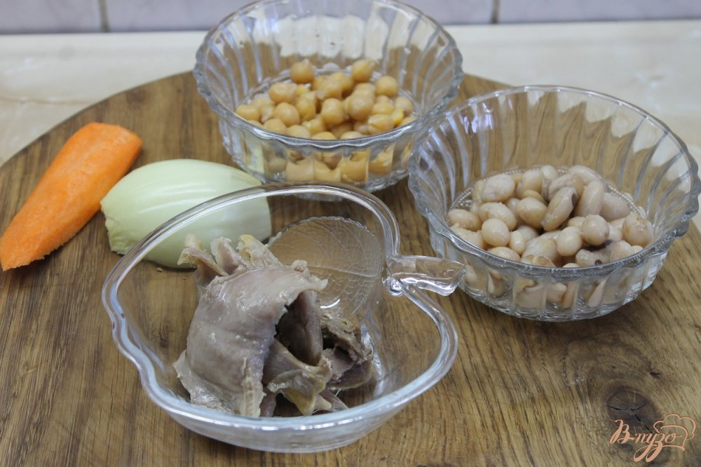 Фото приготовление рецепта: Суп с нутом и фасолью с курицей шаг №2