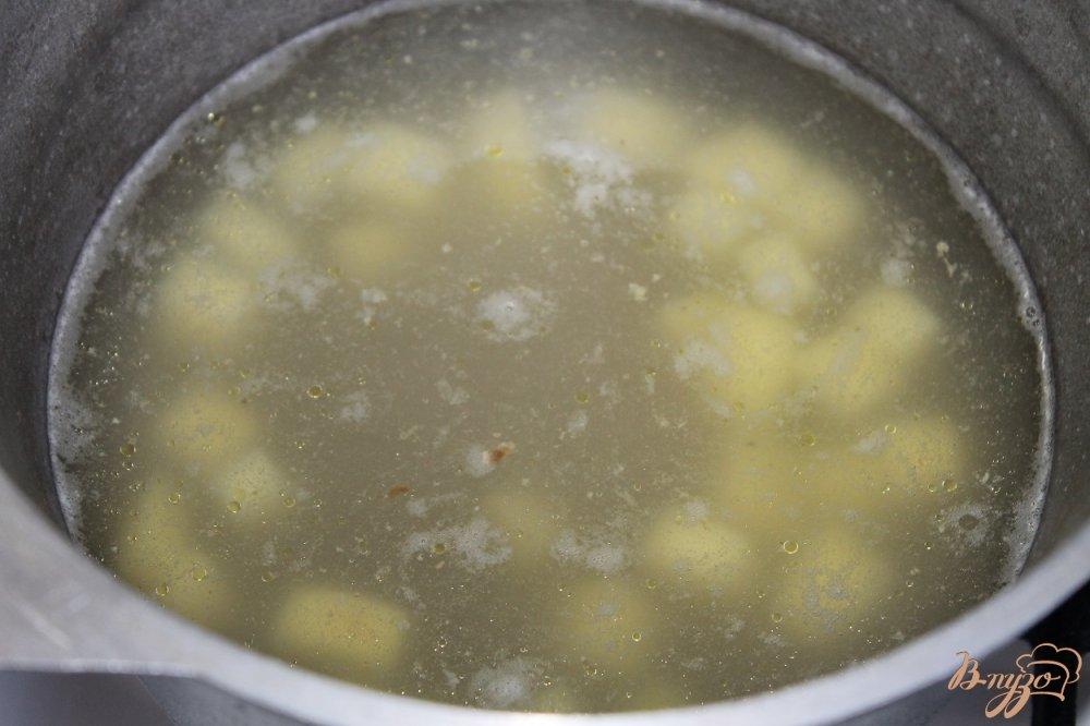 Фото приготовление рецепта: Суп с нутом и фасолью с курицей шаг №1