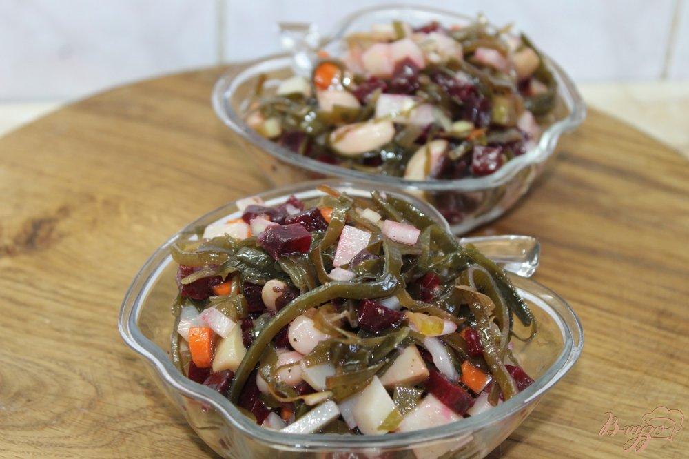 Фото приготовление рецепта: Винегрет с белыми маринованными грибами и морской капустой шаг №5