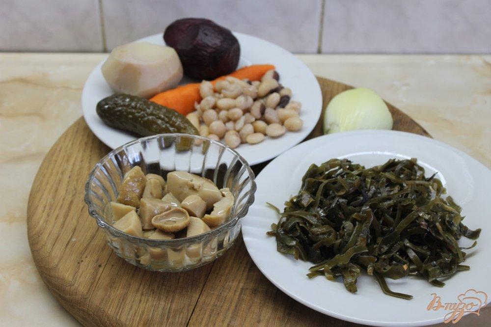 Фото приготовление рецепта: Винегрет с белыми маринованными грибами и морской капустой шаг №1