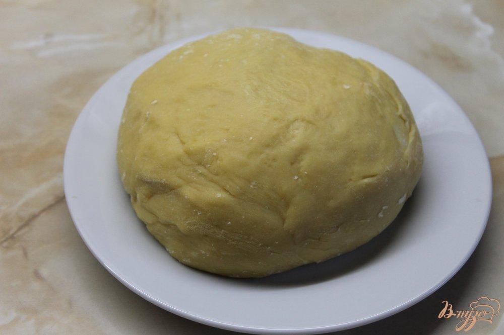 Фото приготовление рецепта: Заготовка из дрожжевого теста на пиццу шаг №8