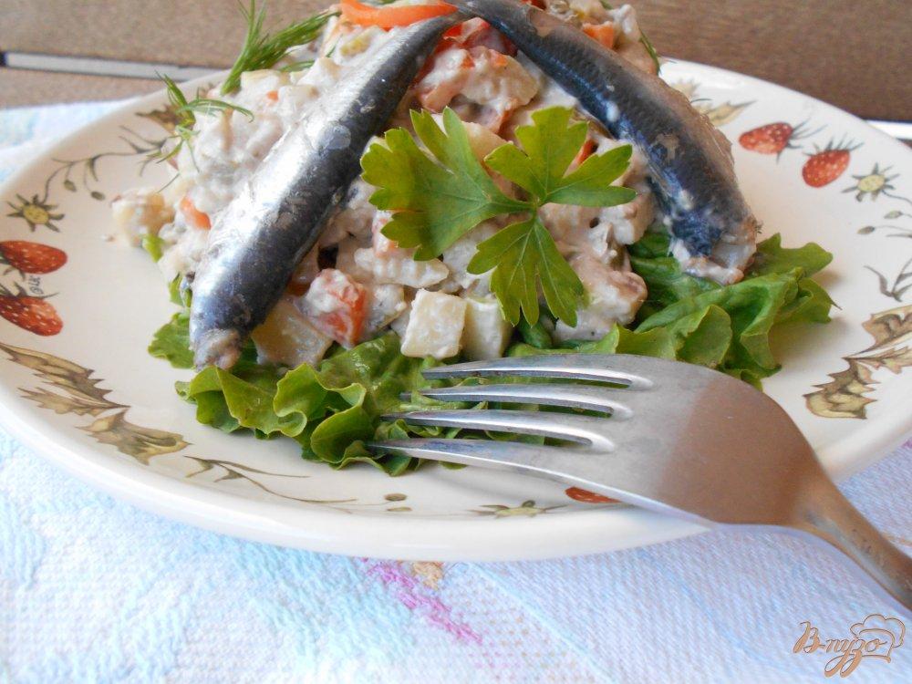 Фото приготовление рецепта: Русский салат с килькой шаг №8