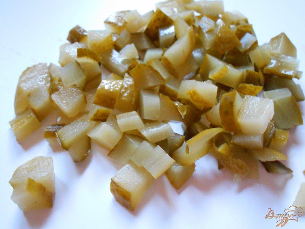 Фото приготовление рецепта: Русский салат с килькой шаг №4