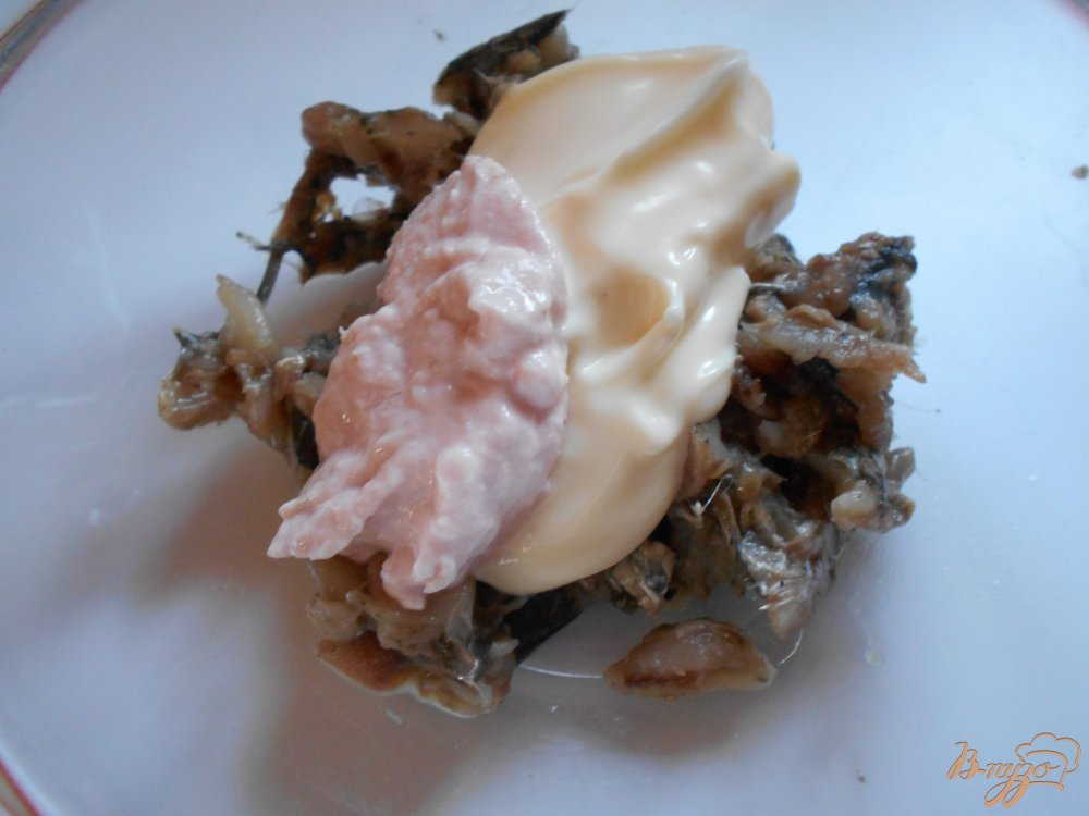 Фото приготовление рецепта: Русский салат с килькой шаг №2