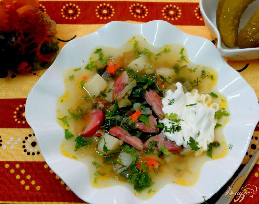 Фото приготовление рецепта: Рассольник с копчёной колбасой и оливками шаг №9