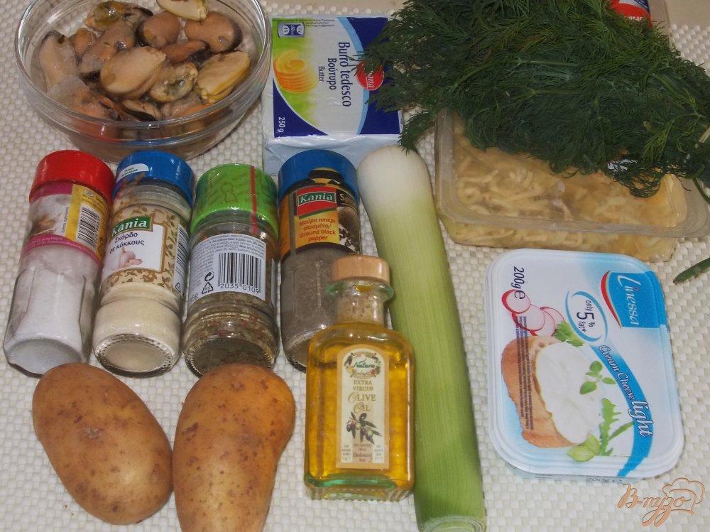 Фото приготовление рецепта: Сырный суп с мидиями шаг №1