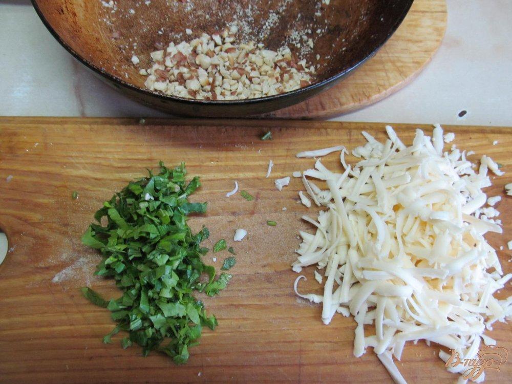 Фото приготовление рецепта: Салат из курицы грибов и арахиса шаг №3