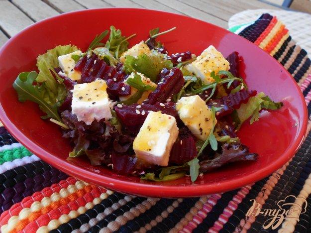 фото рецепта: Салат из свеклы с сыром фета и апельсиновой заправкой