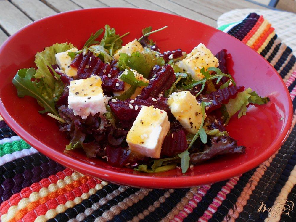 Фото приготовление рецепта: Салат из свеклы с сыром фета и апельсиновой заправкой шаг №6