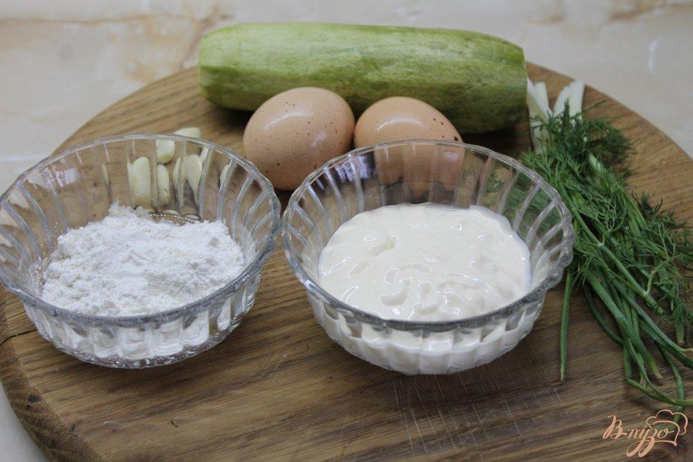 Фото приготовление рецепта: Цукини под чесночным соусом шаг №1