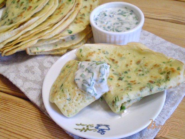 Фото приготовление рецепта: Блинчики с мятой и петрушкой шаг №7
