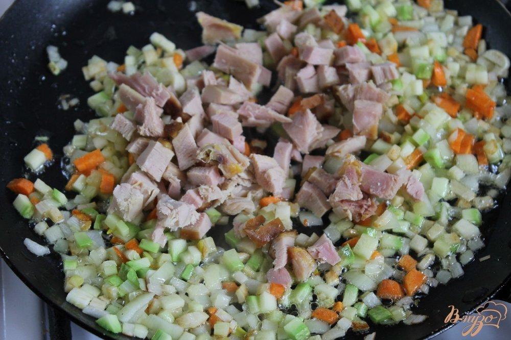 Фото приготовление рецепта: Минестроне с копченой курицей шаг №5