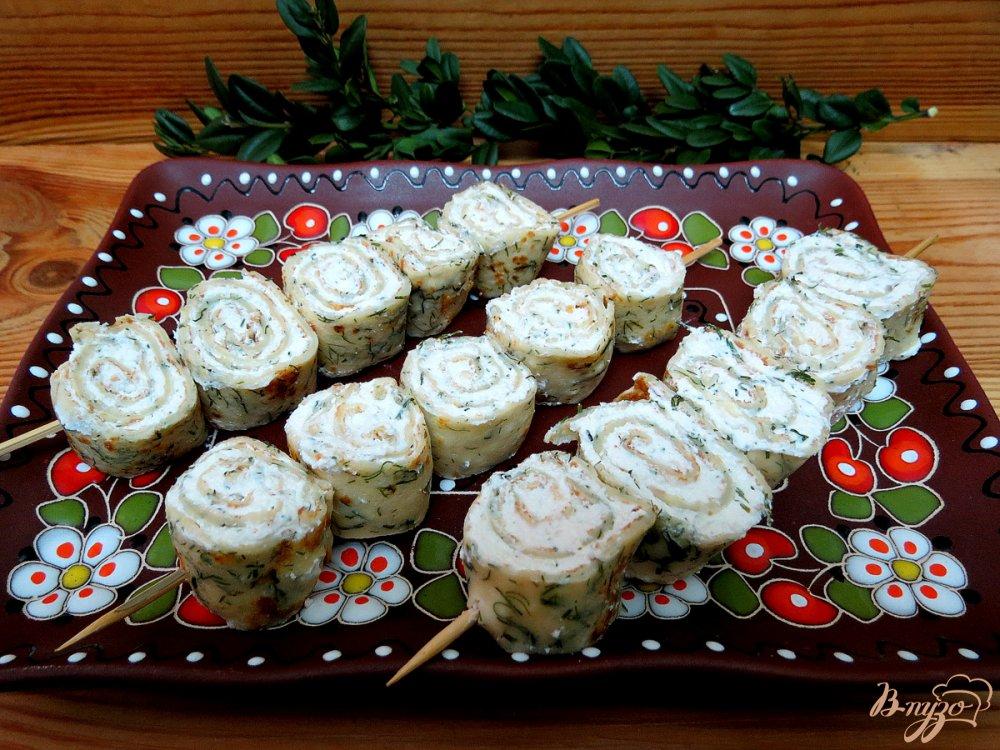 Фото приготовление рецепта: Творожно - блинные закусочные шашлычки шаг №9