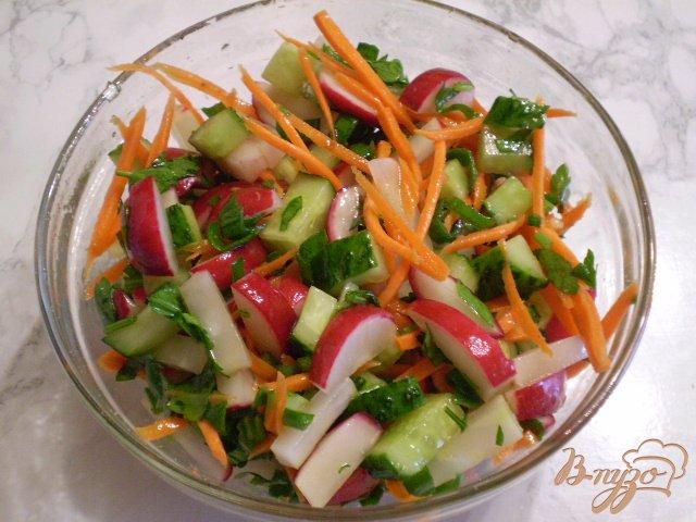 Фото приготовление рецепта: Весенний салат с морковкой шаг №7