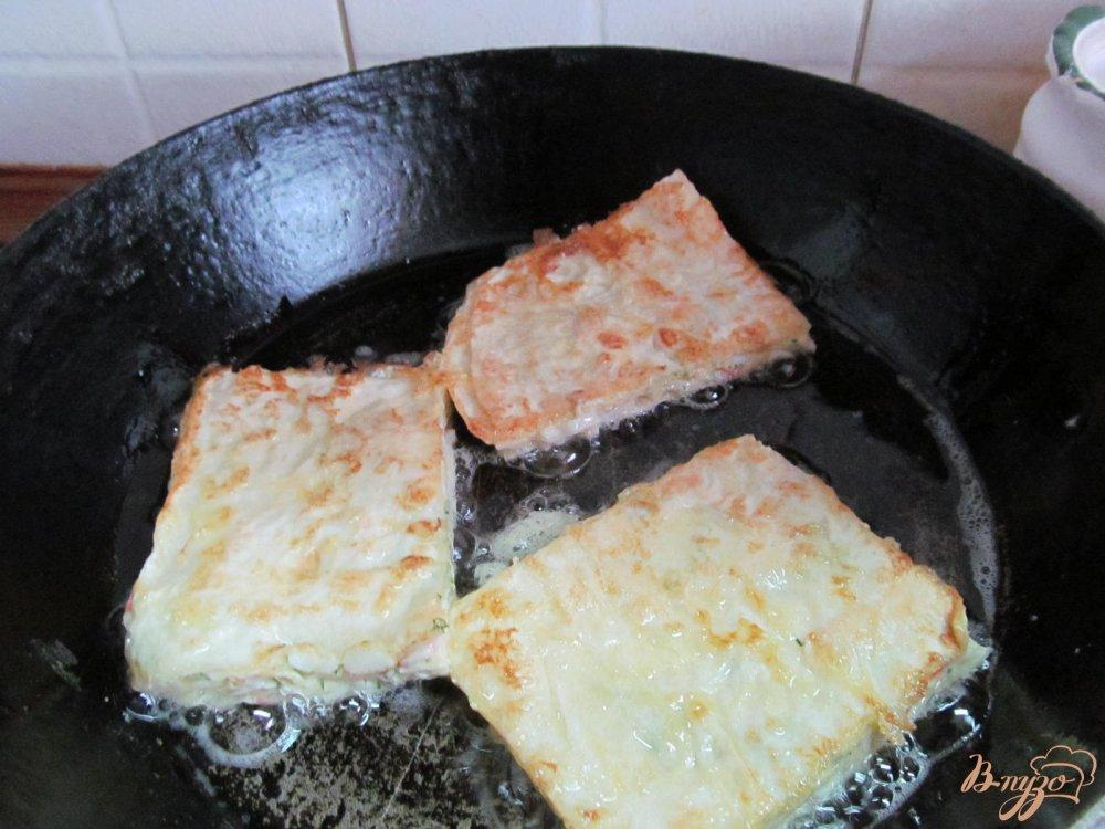 Фото приготовление рецепта: Лаваш с начинкой из сыра с крабовыми палочками шаг №8