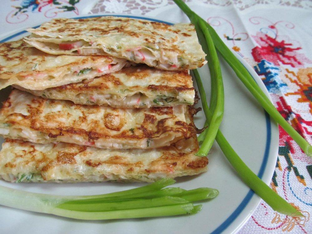 Фото приготовление рецепта: Лаваш с начинкой из сыра с крабовыми палочками шаг №9