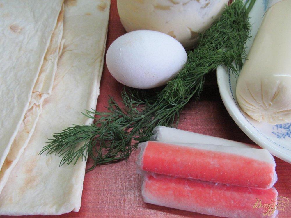 Фото приготовление рецепта: Лаваш с начинкой из сыра с крабовыми палочками шаг №1