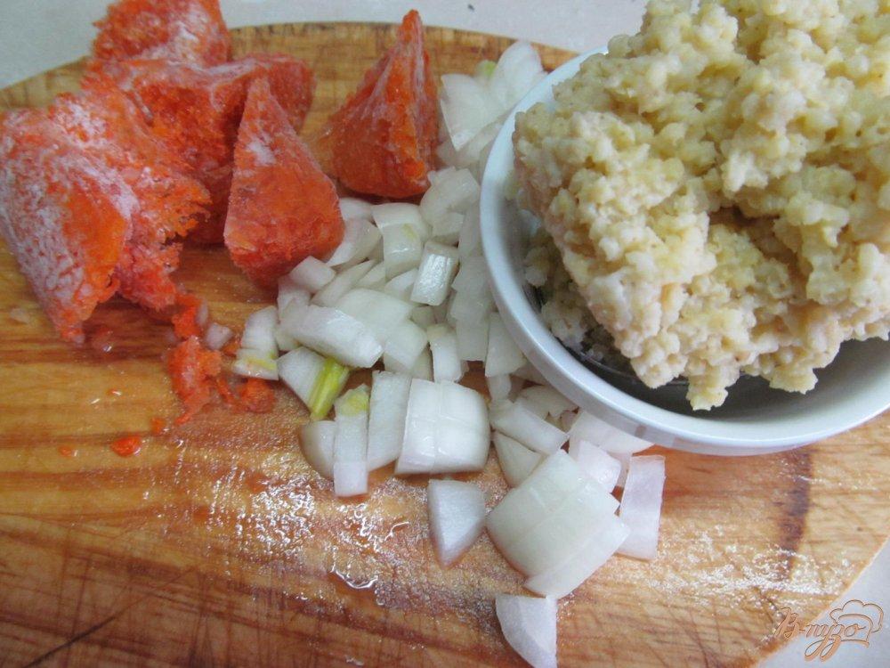 Фото приготовление рецепта: Зеленый борщ с томатом и пшеном шаг №4