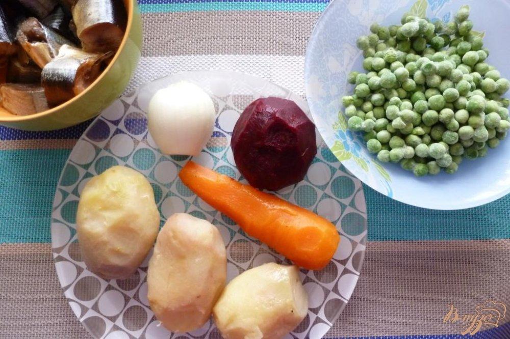Фото приготовление рецепта: Винегрет с копченой сайрой шаг №1