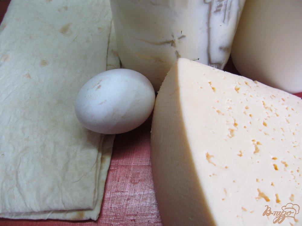 Фото приготовление рецепта: Слоеный сырный пирог в лаваше шаг №1