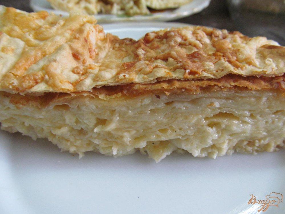 Фото приготовление рецепта: Слоеный сырный пирог в лаваше шаг №7