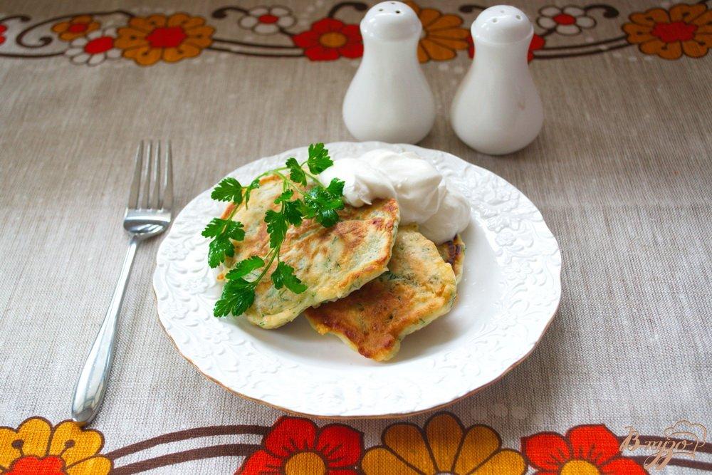 Фото приготовление рецепта: Быстрые хачапури с зеленью на завтрак шаг №5