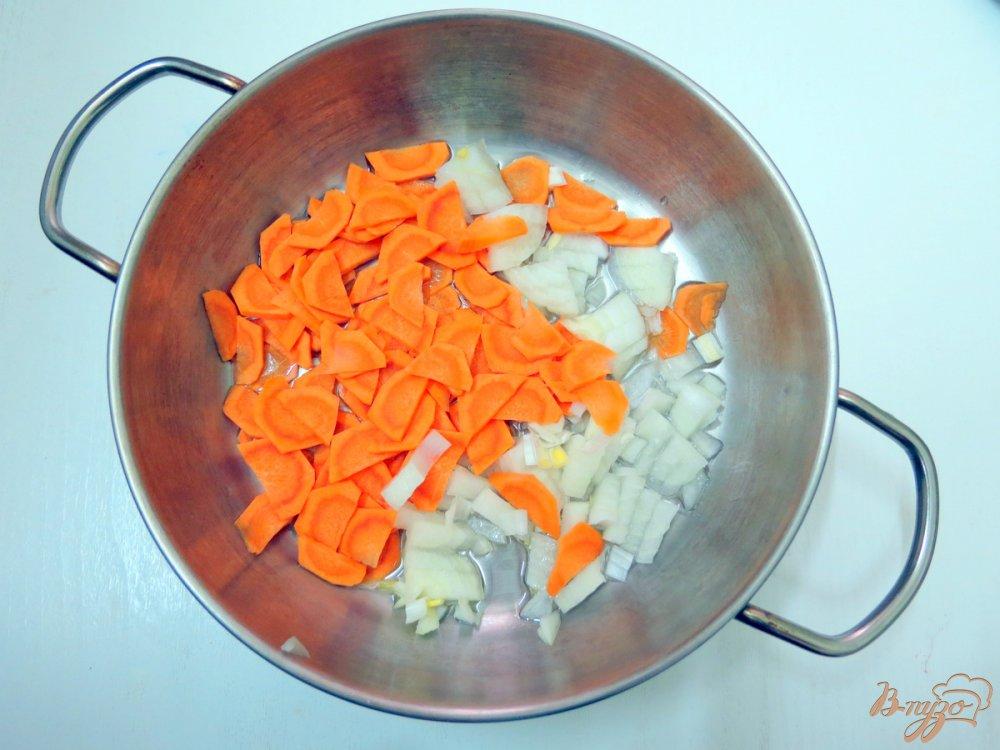 Фото приготовление рецепта: Суп с крапивой и щавелем шаг №7