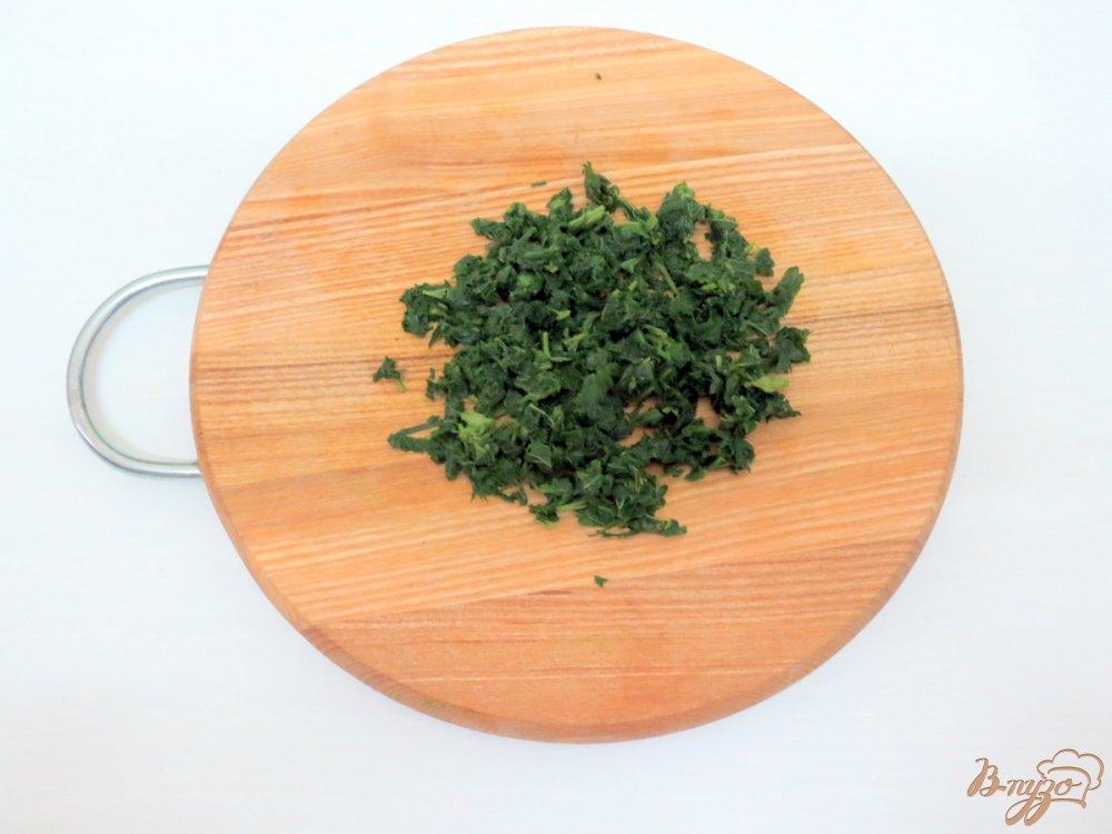 Фото приготовление рецепта: Суп с крапивой и щавелем шаг №6