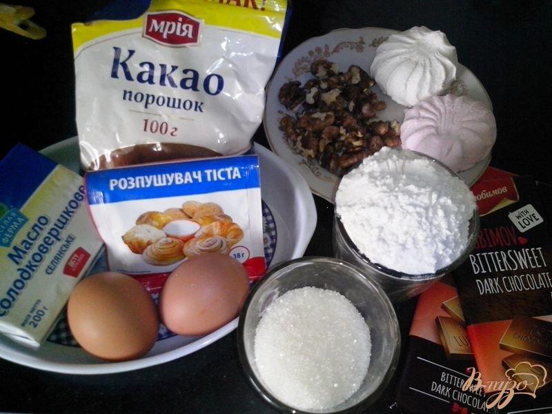 Фото приготовление рецепта: Шоколадный брауни с зефиром и орехами шаг №1