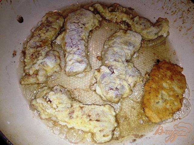Фото приготовление рецепта: Куриное филе в манной панировке с сырным соусом шаг №3