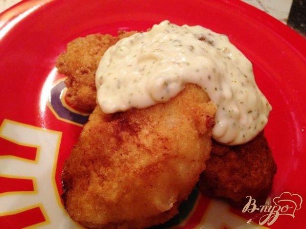 фото рецепта: Куриное филе в манной панировке с сырным соусом