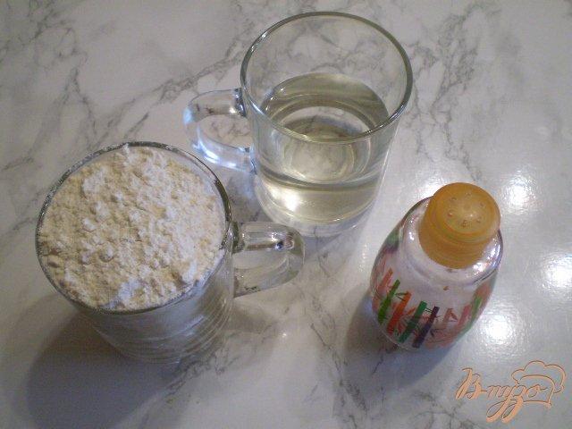 Фото приготовление рецепта: Универсальное тесто на воде шаг №1