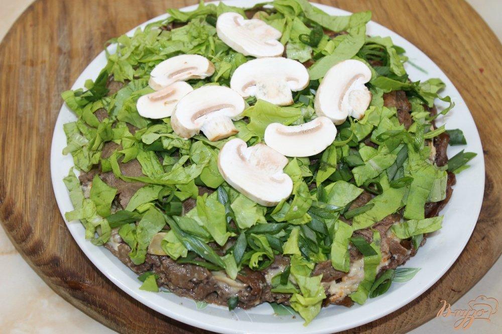 Фото приготовление рецепта: Закусочный печеночный торт с грибами шаг №11