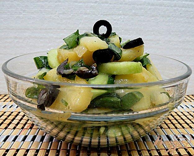 фото рецепта: Салат с картофелем и с черемшой