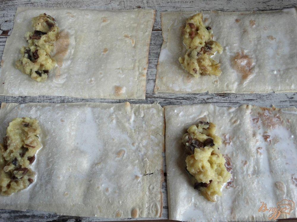 Фото приготовление рецепта: Ложные пирожки с картофелем и грибами шаг №6