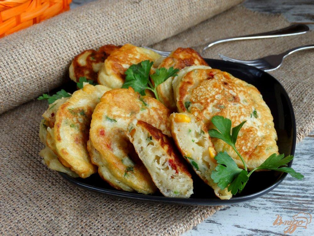 Фото приготовление рецепта: Закусочные оладьи Светофор шаг №7