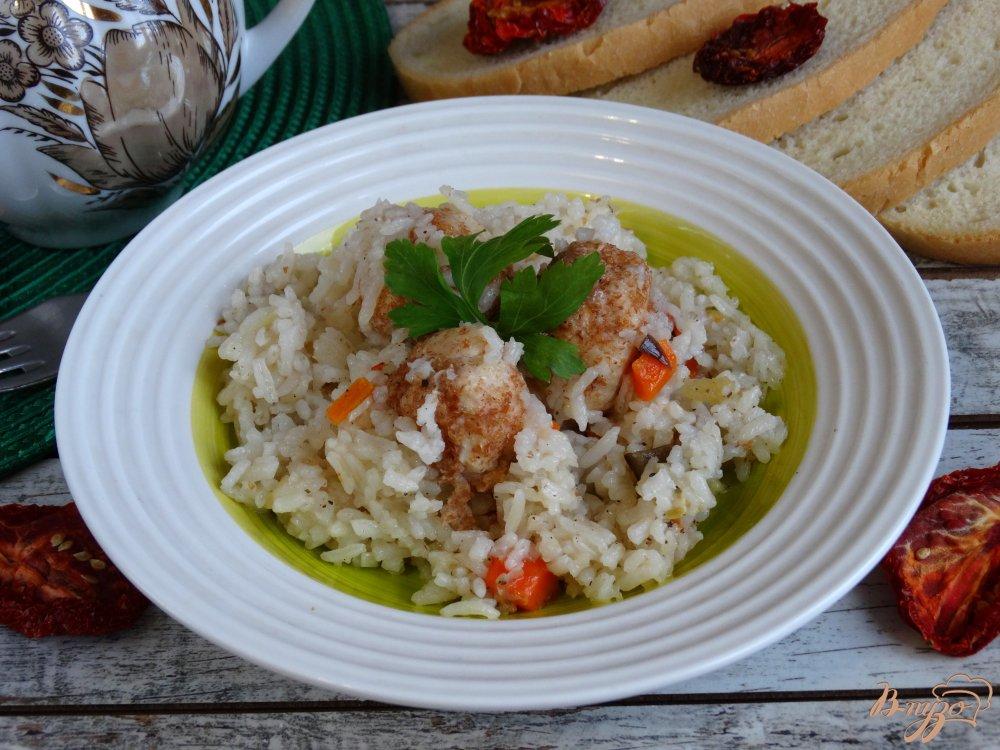 Фото приготовление рецепта: Рис с куринымии фрикадельками и овощами в мультиварке шаг №6